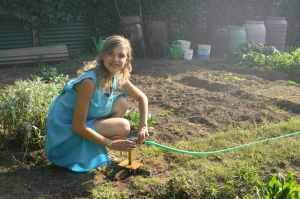 photo woman holding green garden hose