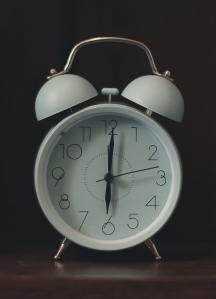 white ring bill alarm clock